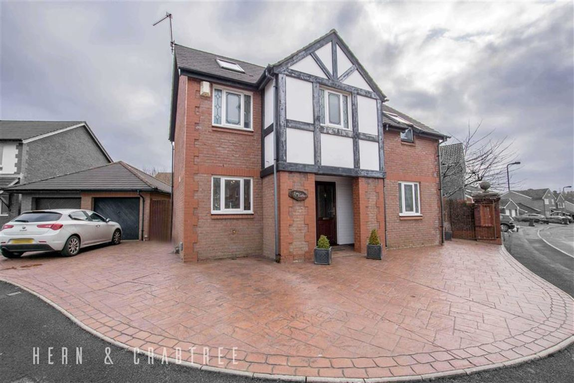 5 Bedrooms Detached House for sale in Ffordd-Y-Barcer, St Fagans, Cardiff