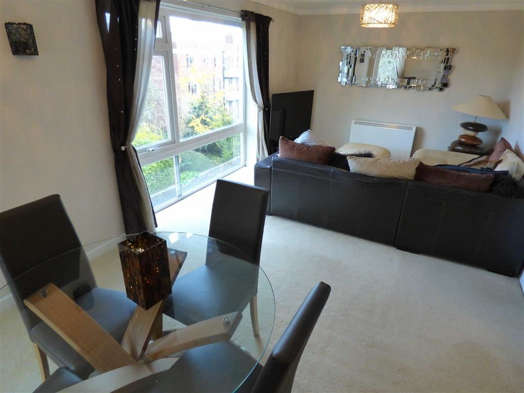 2 Bedrooms Flat for sale in Thorne House, Manchester, M14