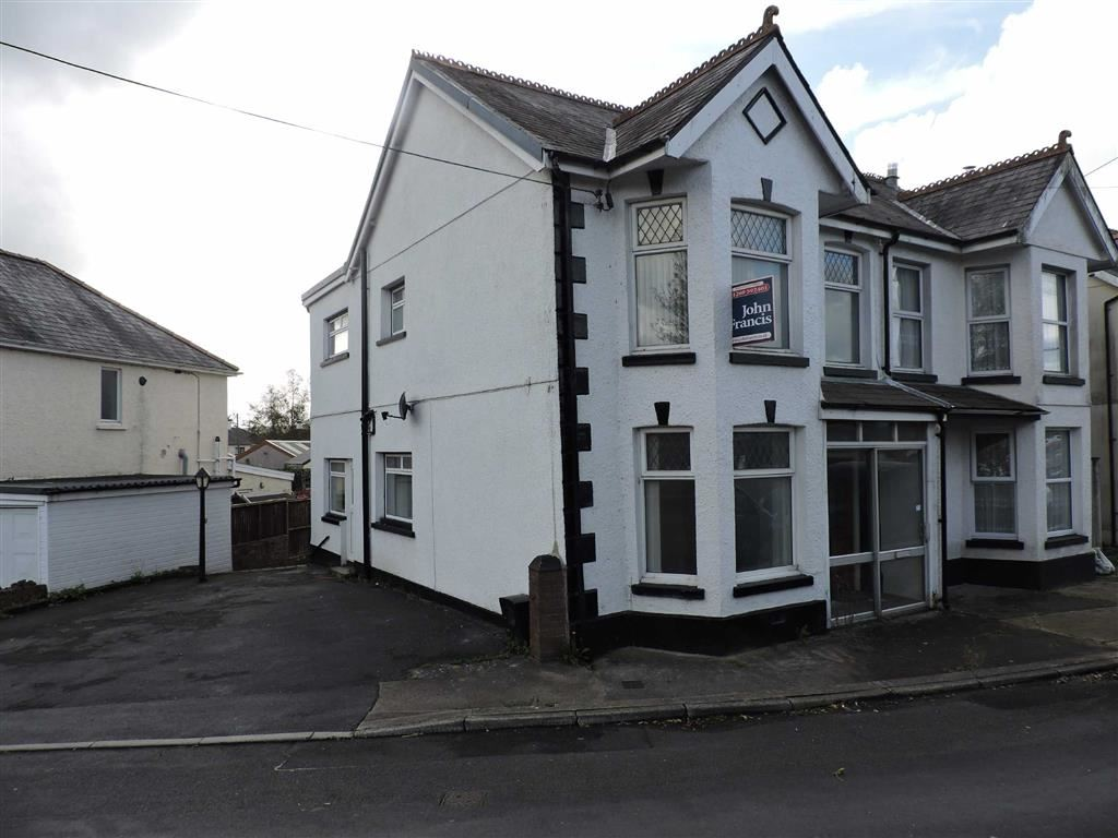 3 Bedrooms Semi Detached House for sale in Ammanford Road, Llandybie