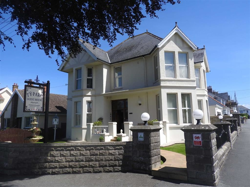 7 Bedrooms Detached House for sale in Park Avenue, CARDIGAN