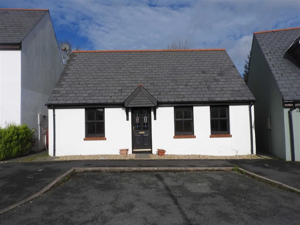 2 Bedrooms Detached Bungalow for sale in Maes Yr Orsaf, CILGERRAN