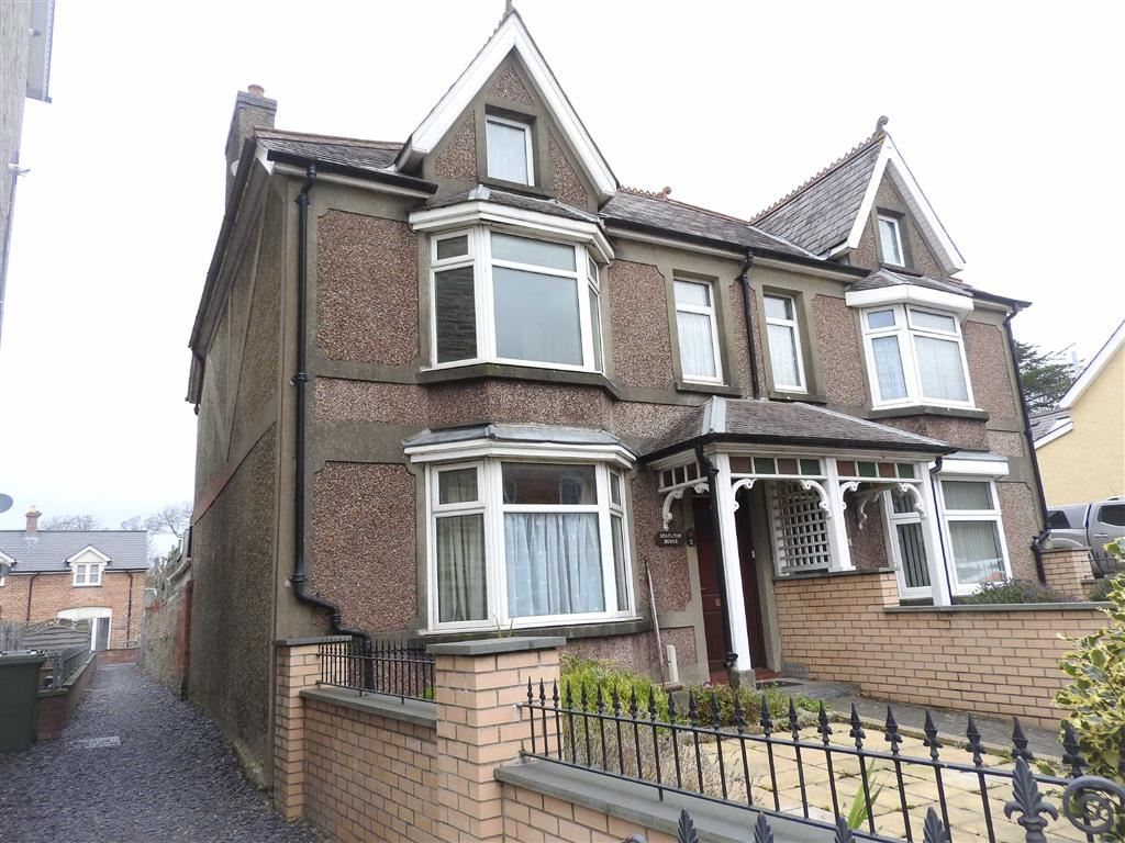 3 Bedrooms Semi Detached House for sale in North Road, Cardigan