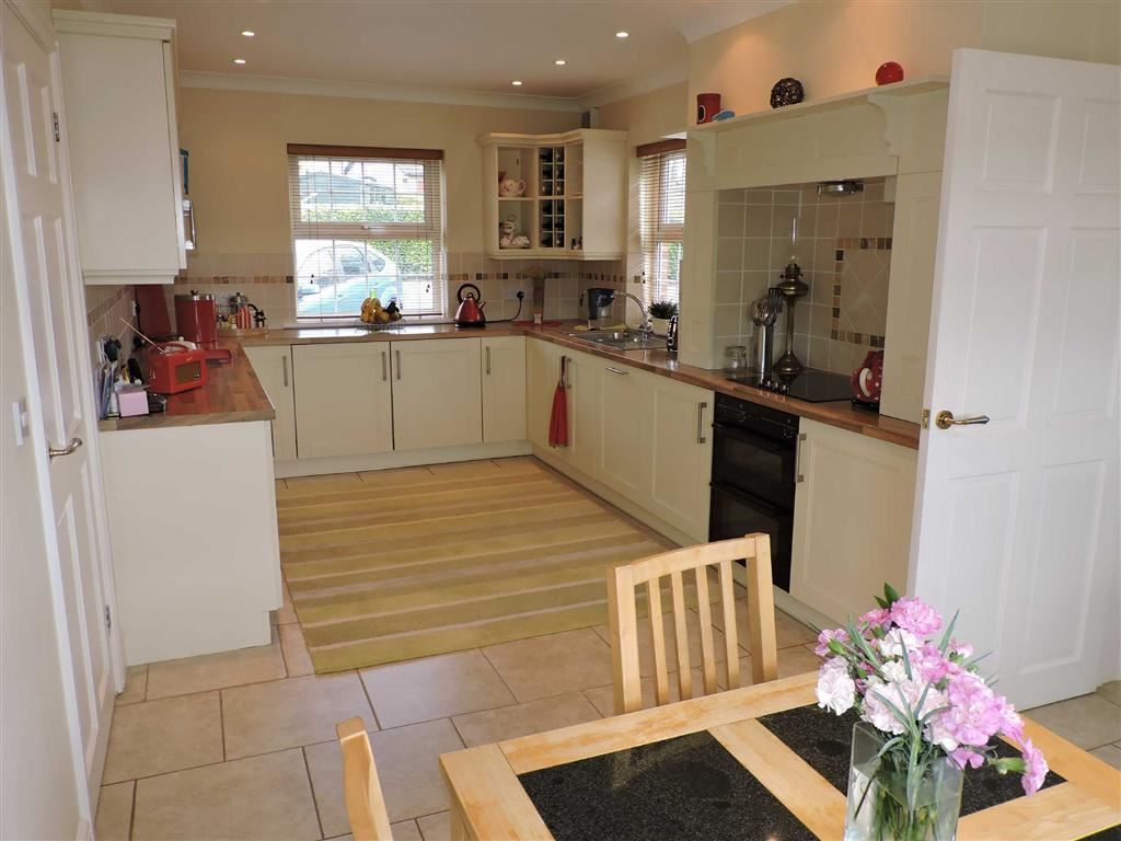 4 Bedrooms Detached House for sale in Llanegwad, Nantgaredig