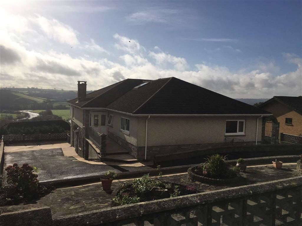5 Bedrooms Detached House for sale in Ael Y Bryn, Tanerdy