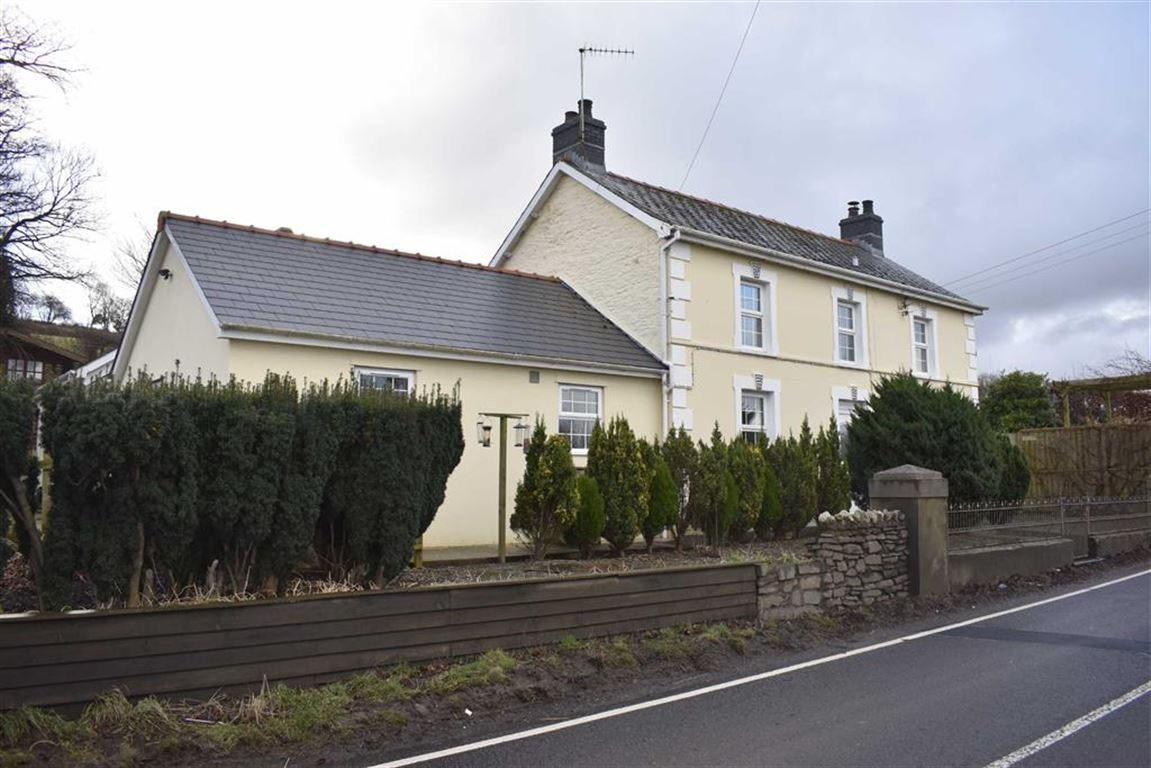 4 Bedrooms Detached House for sale in Llanybydder