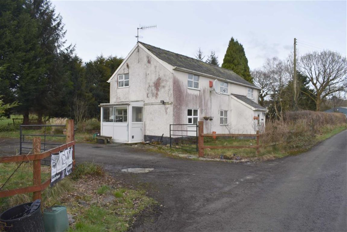 4 Bedrooms Detached House for sale in Pentrebach, Lampeter