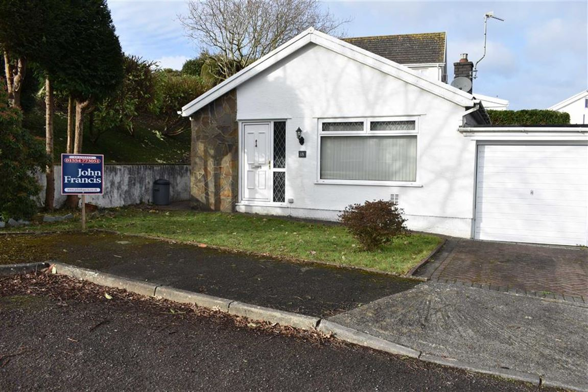 3 Bedrooms Detached Bungalow for sale in Talywern, Llangennech, Llanelli