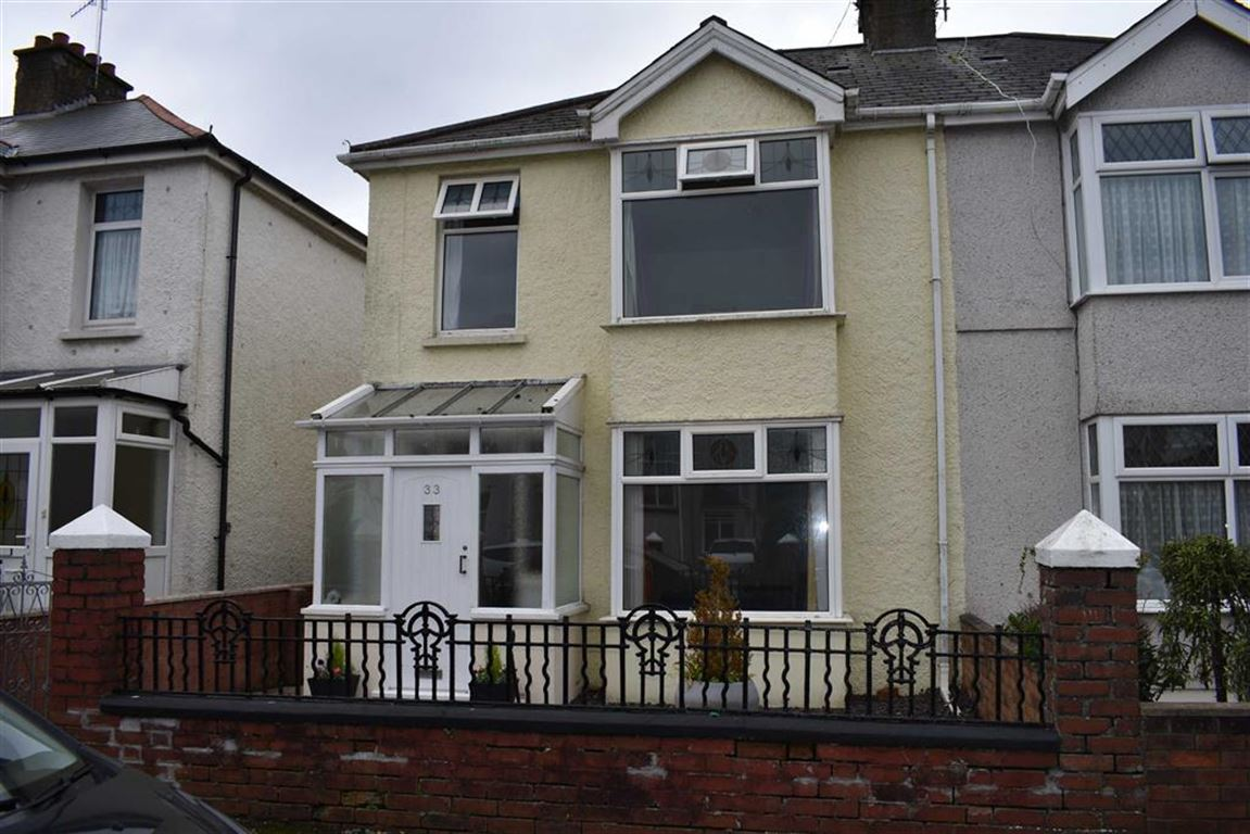 3 Bedrooms Semi Detached House for sale in Stradey Park Avenue, Llanelli