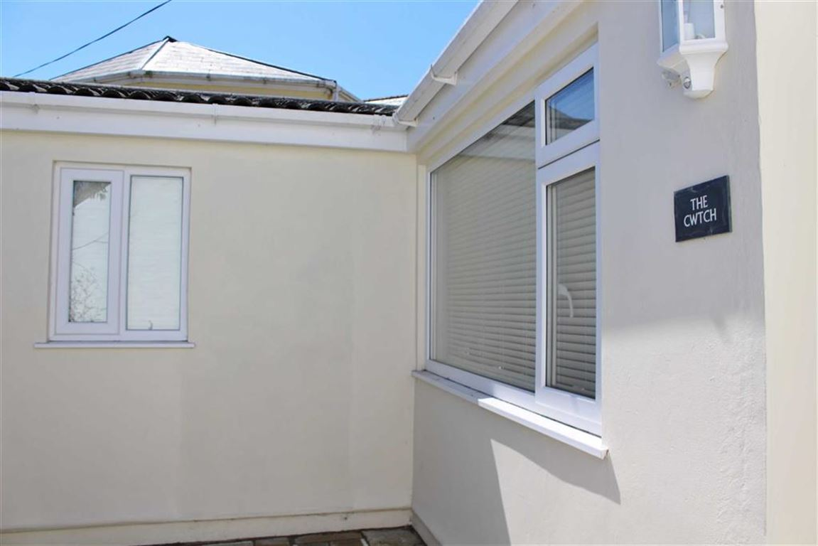 2 Bedrooms Semi Detached Bungalow for sale in Western Lane, Mumbles