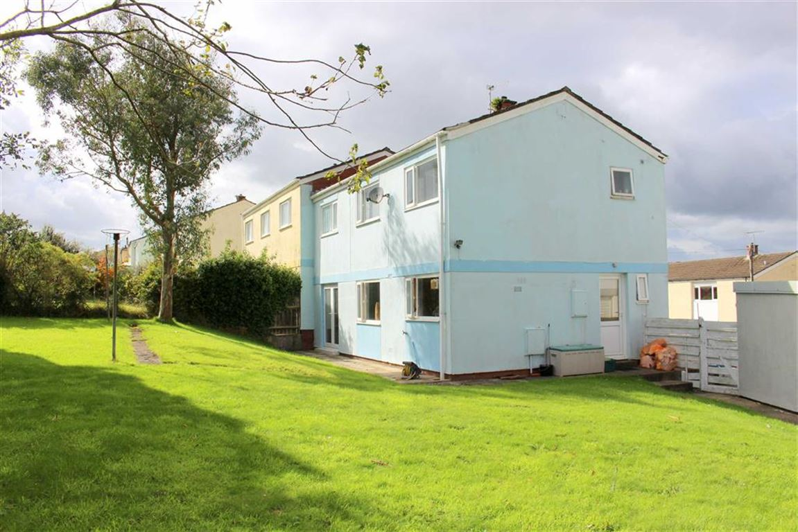 3 Bedrooms Semi Detached House for sale in Kestrel Road, Haverfordwest