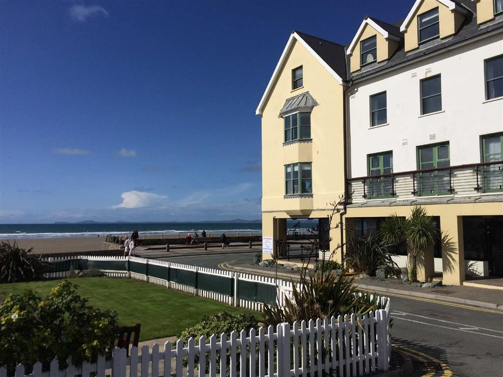 2 Bedrooms Flat for sale in St. Brides Bay View, Enfield Road, Broad Haven