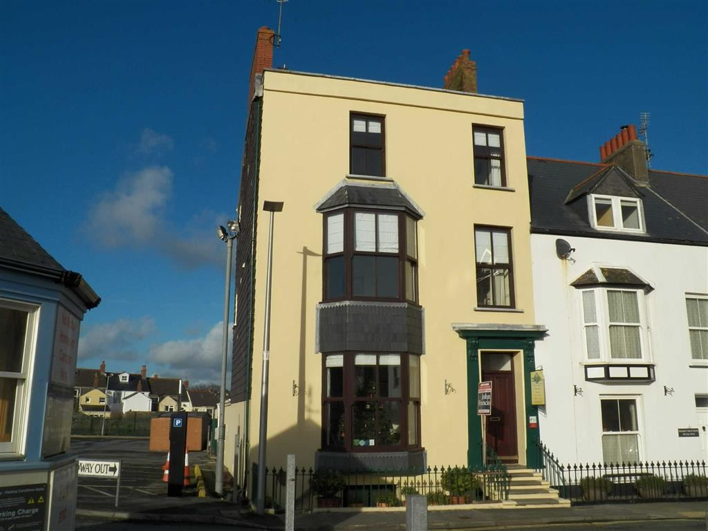 8 Bedrooms Town House for sale in South Cliff Street, Tenby