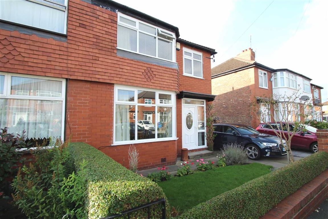 3 Bedrooms Semi Detached House for sale in Dale Grove, Timperley, Altrincham