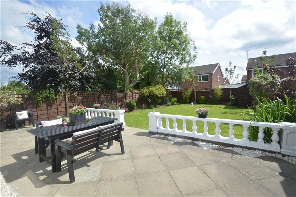 3 Bedrooms Detached Bungalow for sale in Birtles Road, Macclesfield