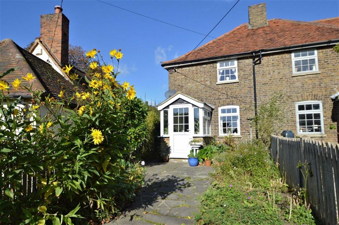 2 Bedrooms Cottage House for sale in Toot Hill Road, Toot Hill