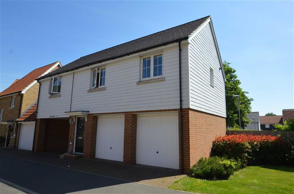 2 Bedrooms Property for sale in Blenhiem Square, North Weald