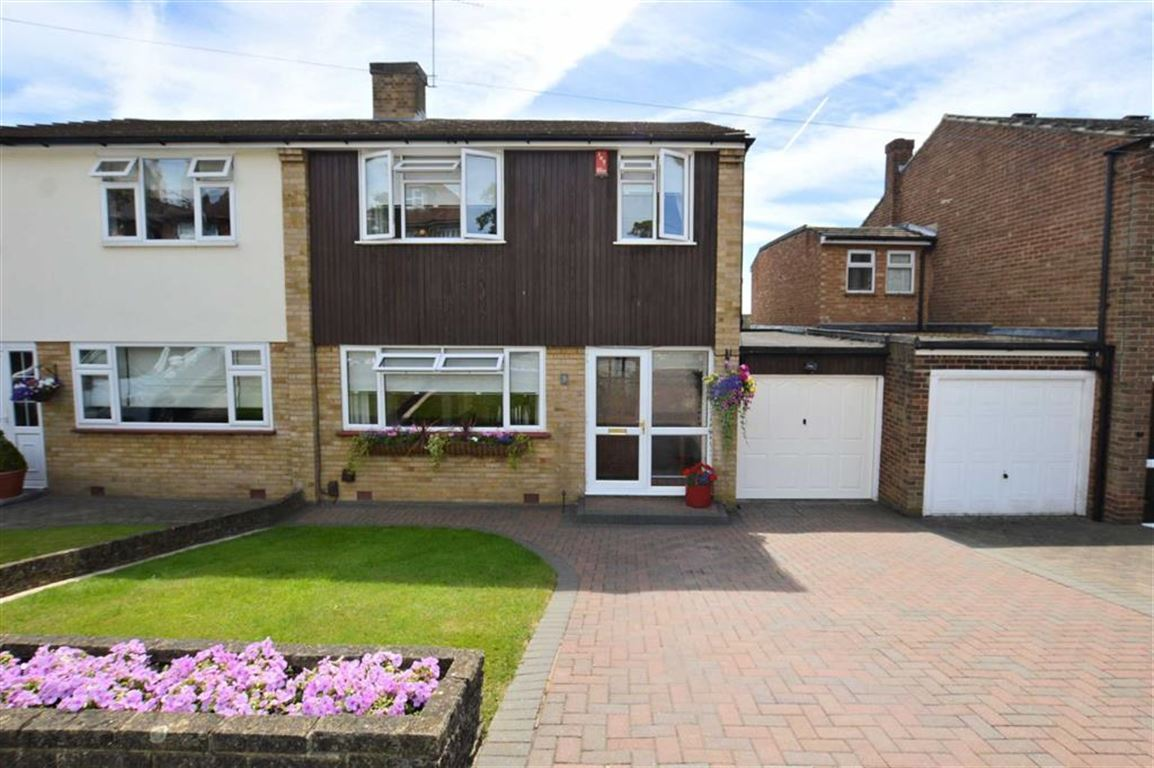 3 Bedrooms Semi Detached House for sale in Nicholl Road, Epping