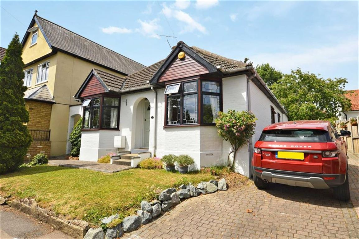 3 Bedrooms Property for sale in Brook Road, Epping
