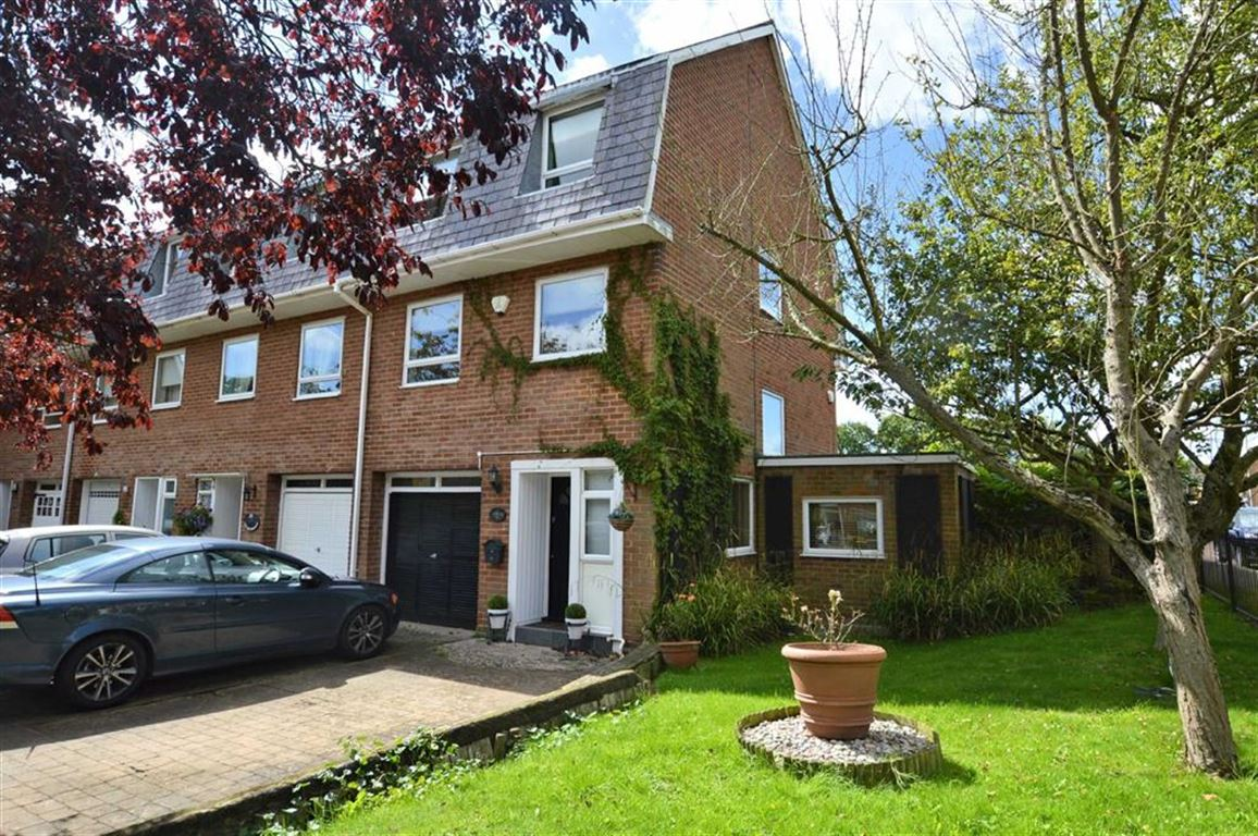4 Bedrooms Town House for sale in The Drummonds, Epping