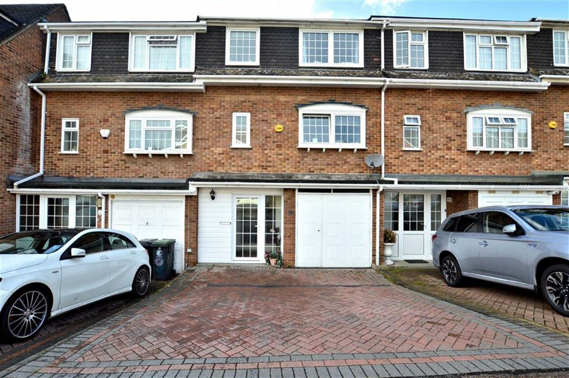 3 Bedrooms Town House for sale in Ardmore Lane, Buckhurst Hill