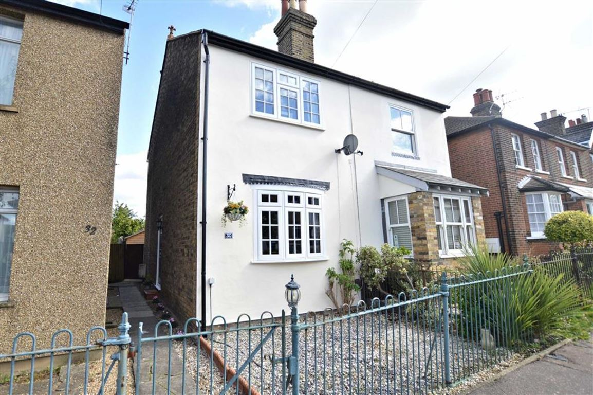 2 Bedrooms Semi Detached House for sale in St Johns Road, Epping