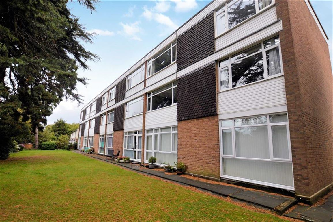 2 Bedrooms Flat for sale in Fir Trees, Tidys Lane, Epping