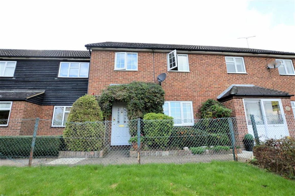 3 Bedrooms Terraced House for sale in Duck Lane, Thornwood