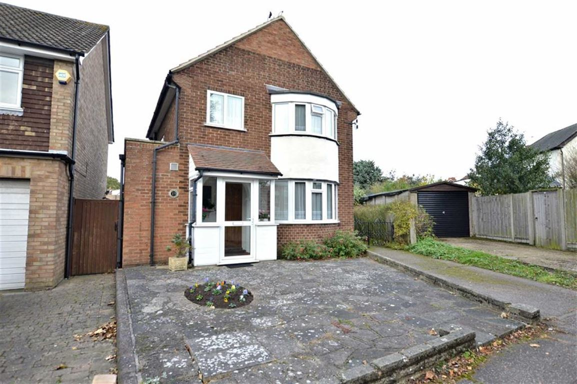 3 Bedrooms Detached House for sale in Tidys Lane, Epping