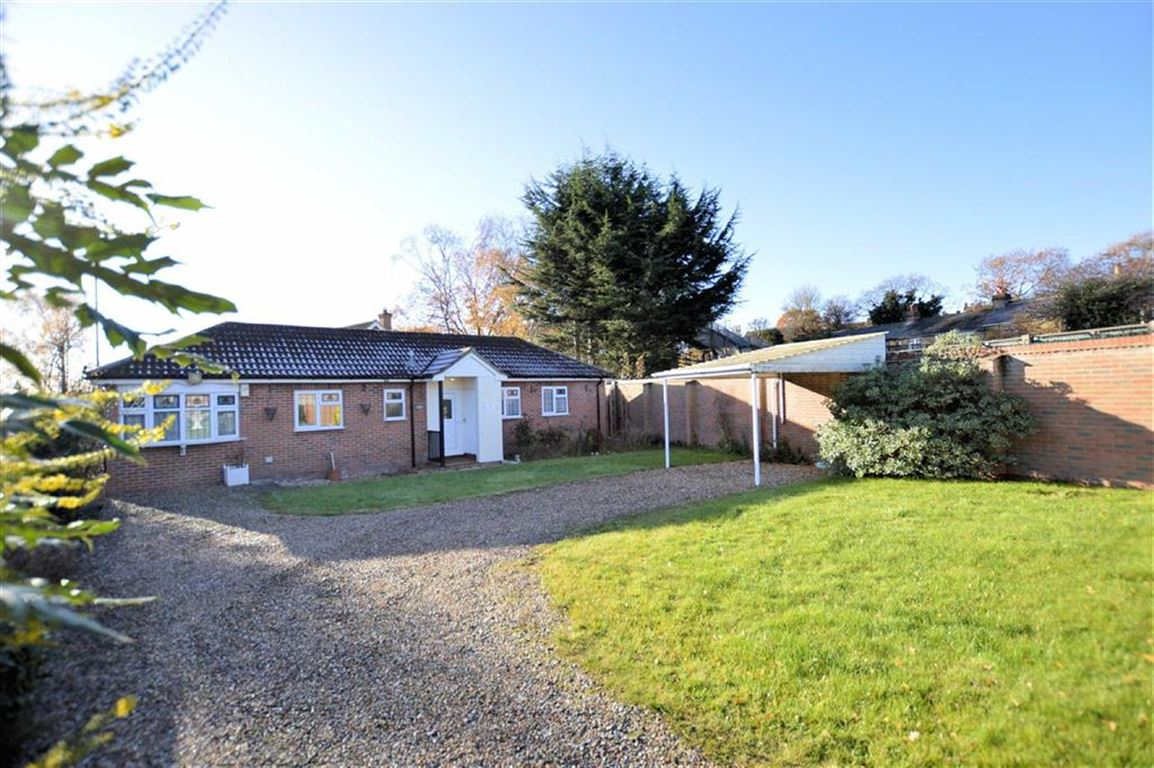 2 Bedrooms Detached Bungalow for sale in Charles Street, Epping