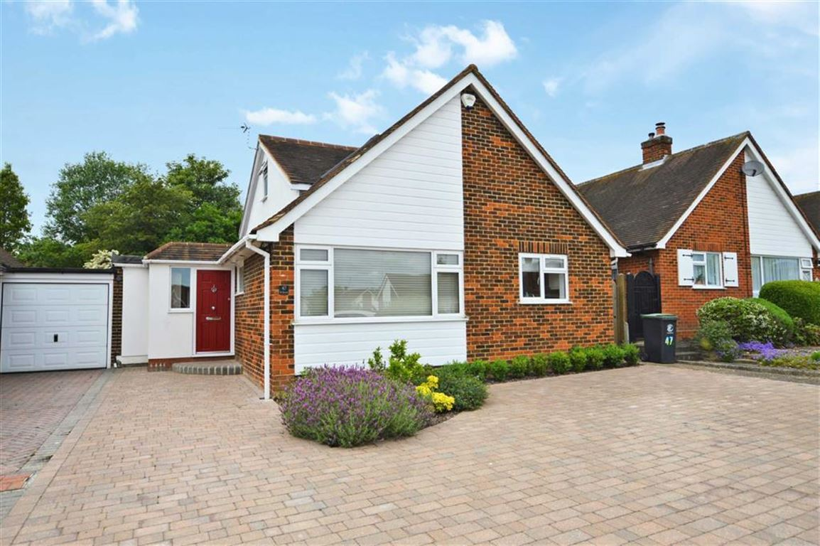 3 Bedrooms Detached Bungalow for sale in The Orchards, Epping