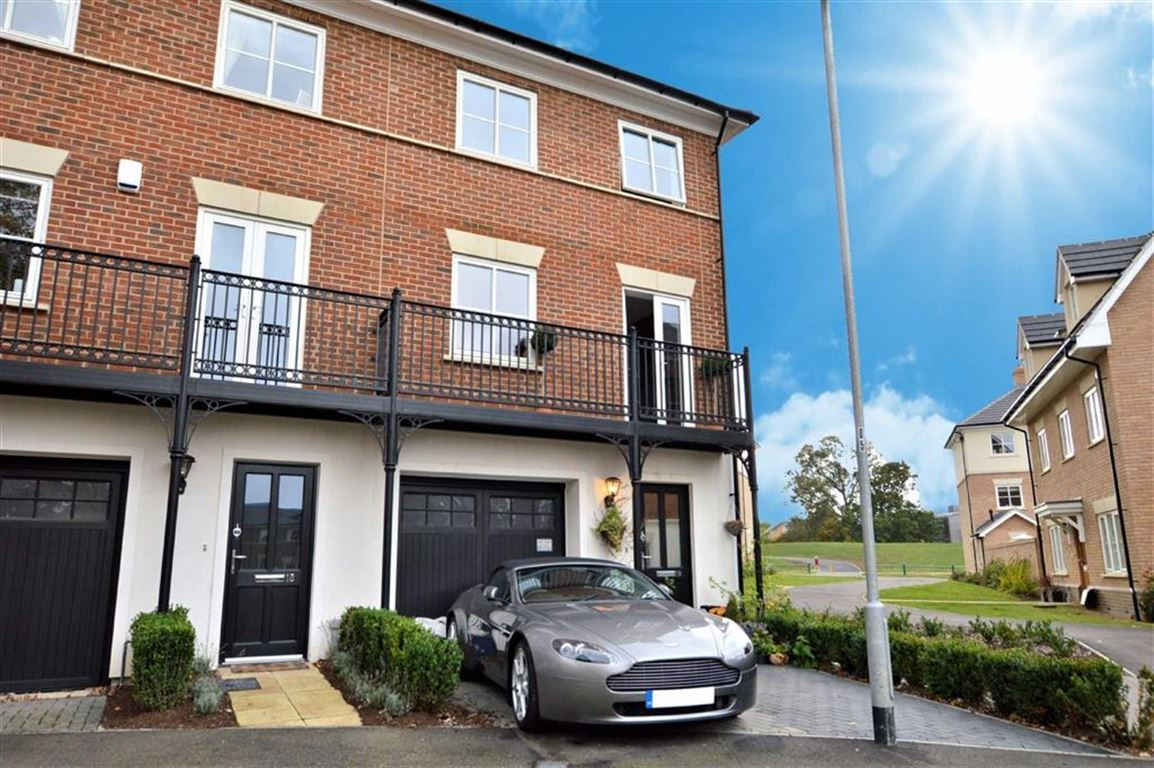 3 Bedrooms End Of Terrace House for sale in Mowbray Close, Epping