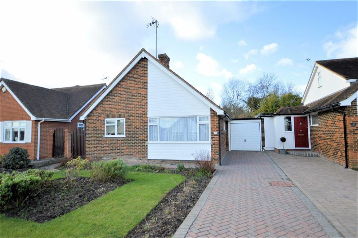 2 Bedrooms Detached Bungalow for sale in The Orchards, Epping