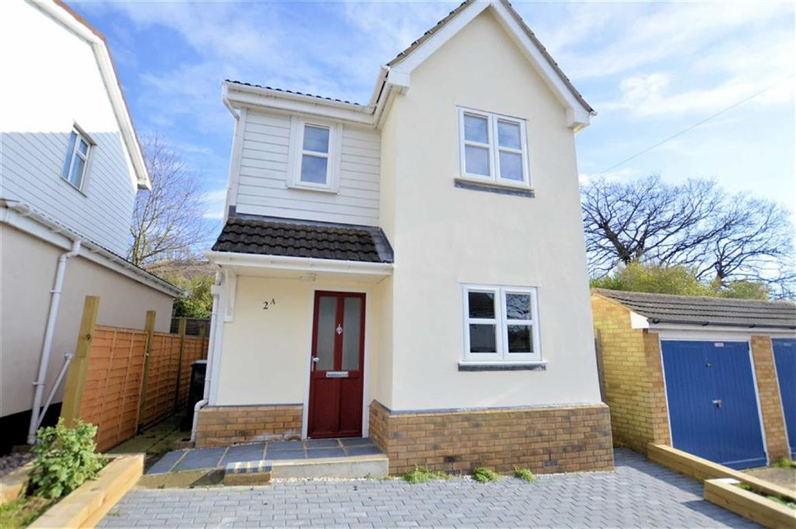 3 Bedrooms Detached House for sale in Western Avenue, Epping