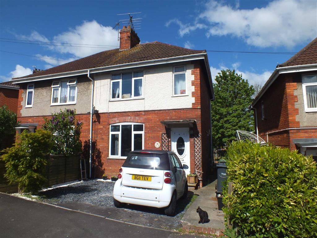 2 Bedrooms Property for sale in Studley Rise, Trowbridge, Wiltshire, BA14