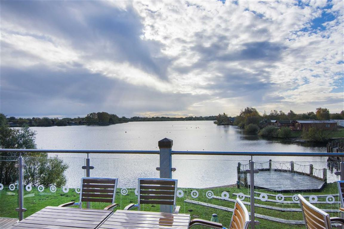 Sleaford road tattershall ln4 2 bed park home ln4 4lr 27 072 for sale mouseprice for Tattershall lakes swimming pool