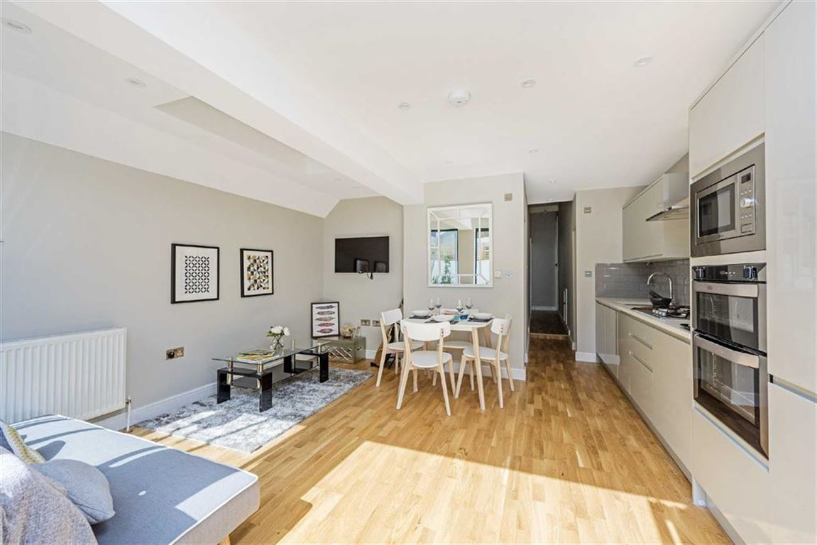 2 Bedrooms Flat for sale in Mendora Road, London