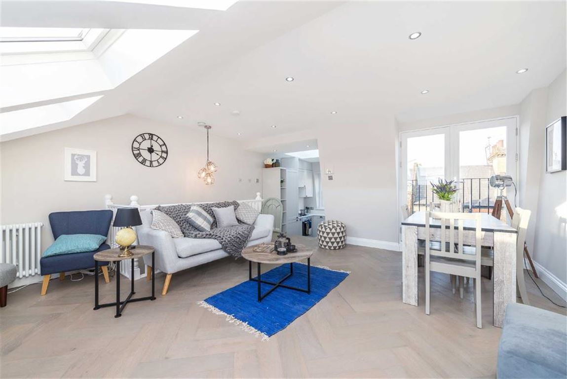 3 Bedrooms Flat for sale in Sherbrooke Road, Fulham