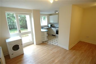 Property in Grimsby Grove, Docklands