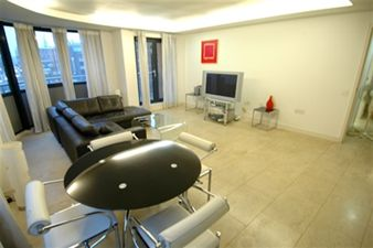 Property in City Reach, Leman Street, Aldgate East