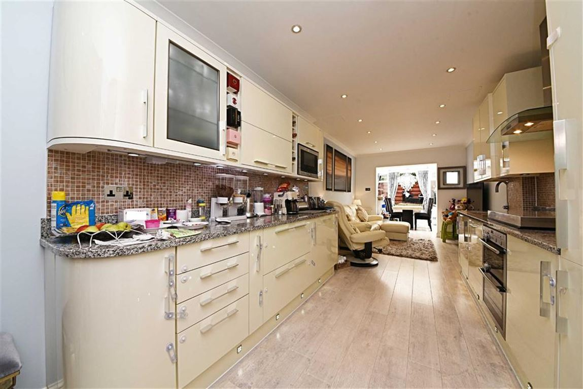 2 Bedrooms Property for sale in Hale Lane, Mill Hill, London, NW7