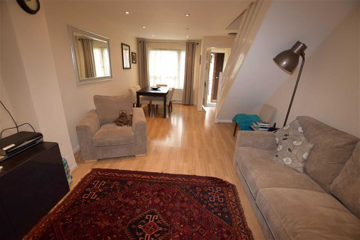 2 Bedrooms Terraced House for sale in Rowlands Close, Mill Hill, London, NW7