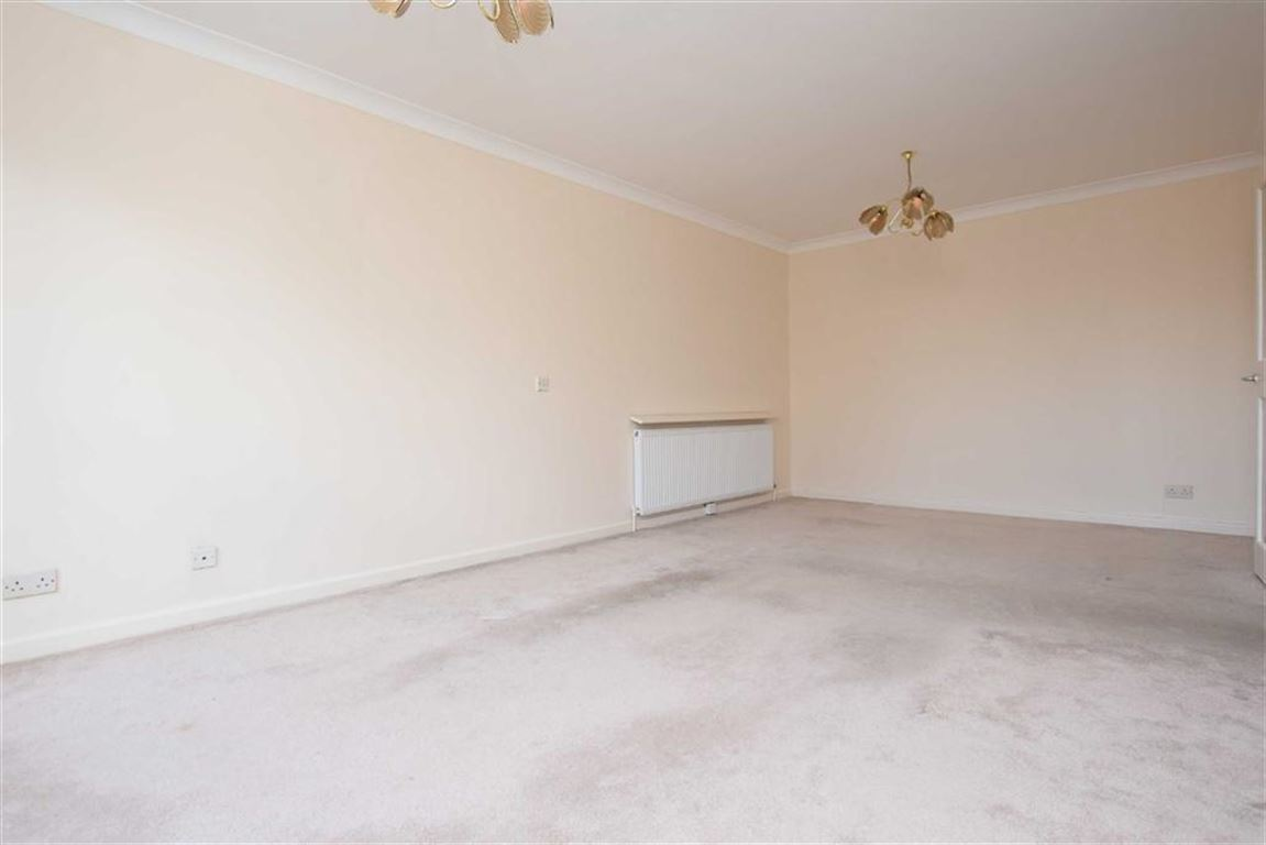 2 Bedrooms Flat for sale in Holders Hill Road, Hendon, London, NW4