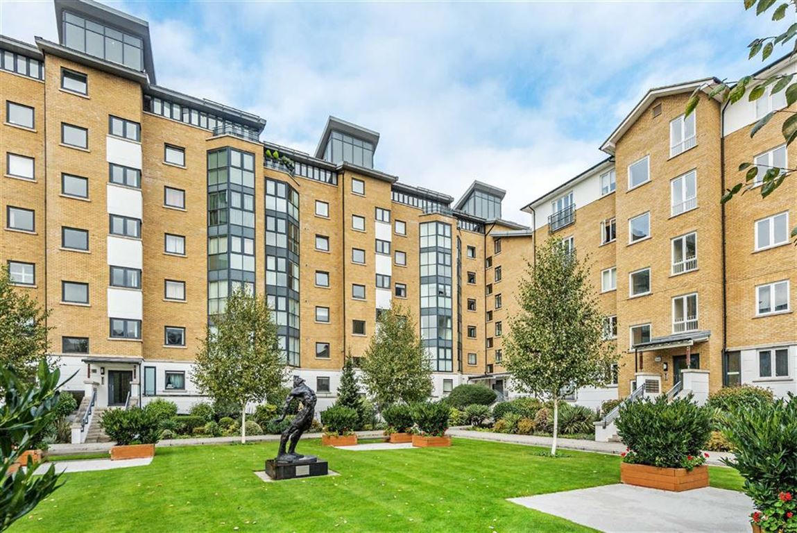 2 Bedrooms Flat for sale in Prices Court, Battersea, London, SW11