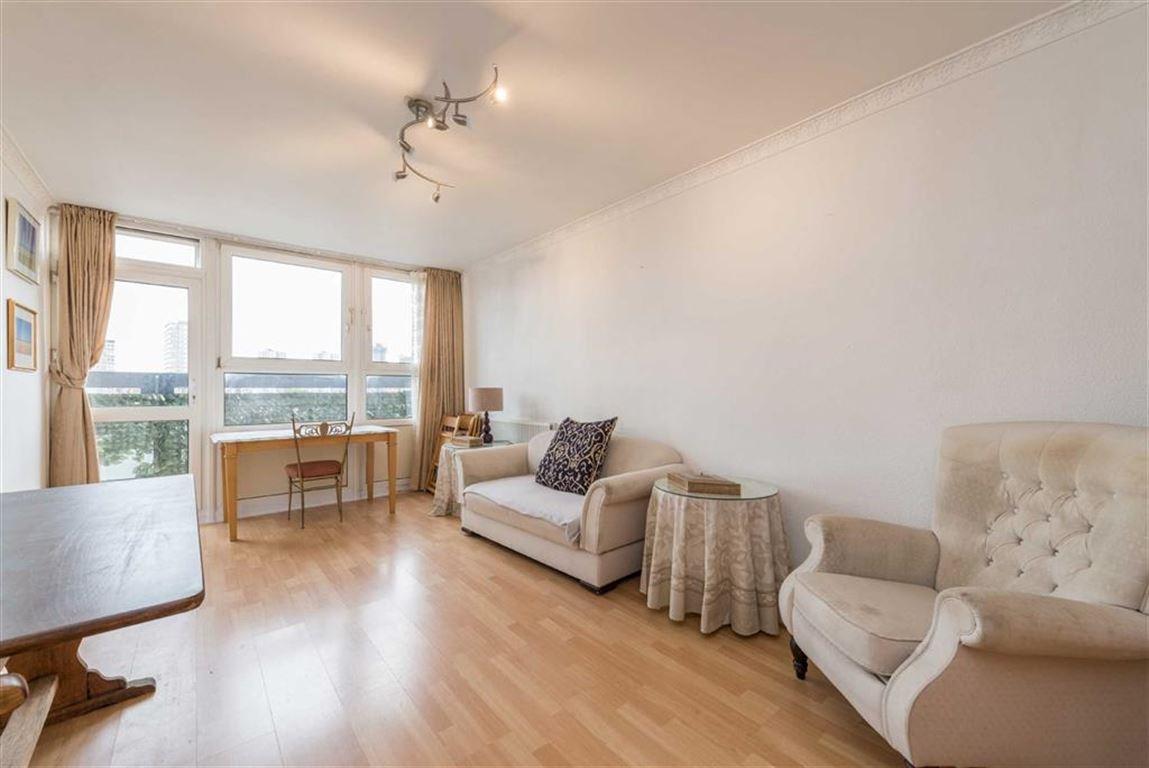 2 Bedrooms Flat for sale in Ethelburga Tower, Battersea, SW11