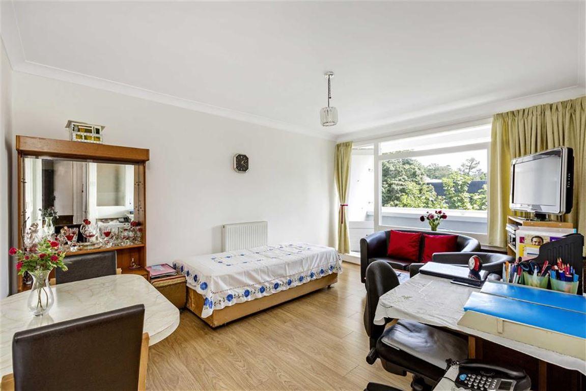 1 Bedroom Flat for sale in Roehampton, London