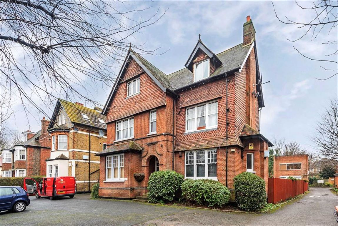 2 Bedrooms Flat for sale in Thrale Road, Furzedown, London