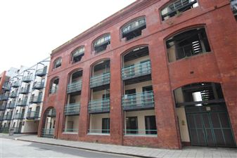 Property in St Thomas Street - City Centre