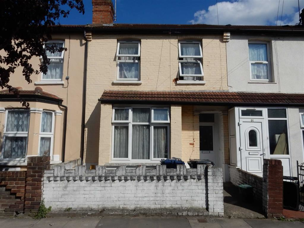 3 Bedrooms Terraced House for sale in Trinity Road, Southall, Middlesex