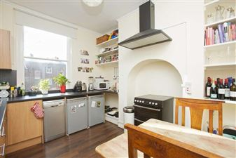 Property in Northchurch Road, N1