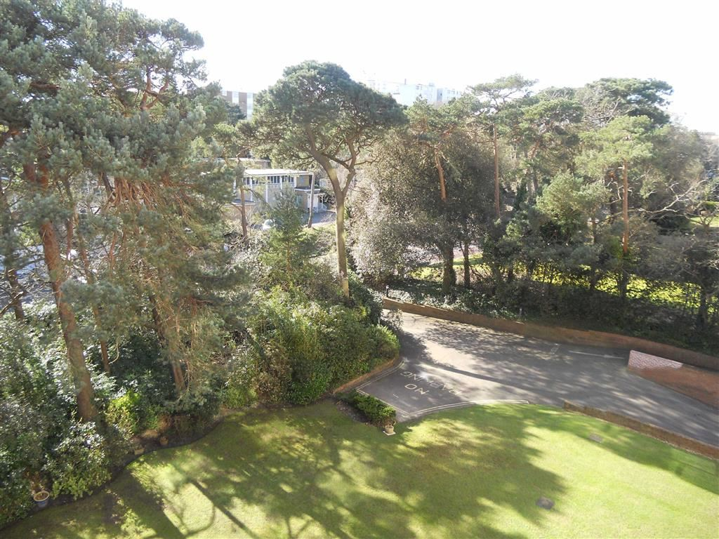 2 Bedrooms Apartment Flat for sale in Hamble Court, Nr East Cliff, Bournemouth, BH1